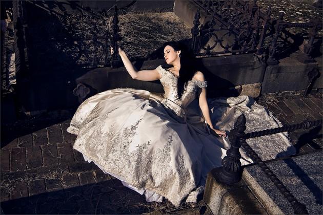 renee dress graveyard s3